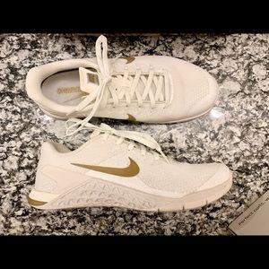 White/Champagne Nike Metcon 4